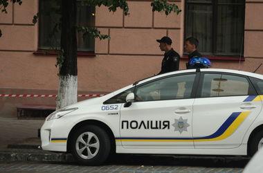 В Киеве полицейский пострадал в драке, пришлось зашивать голову