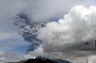 Вулкан Котопахи в Эквадоре выбросил пепел на высоту 5 км