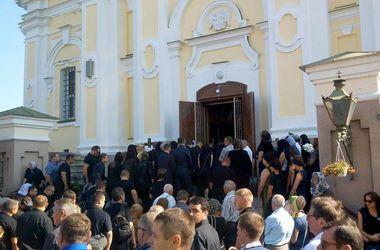 Как проходит прощание с Игорем Еремеевым (ФОТО)