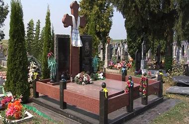 Игоря Еремеева похоронят рядом с отцом