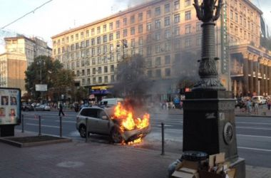 На Майдане сгорел автомобиль посольства США
