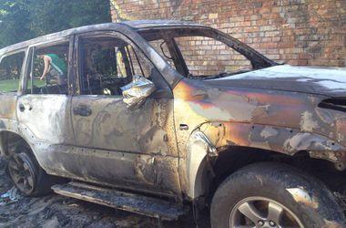 В Киеве неизвестные подожгли джип