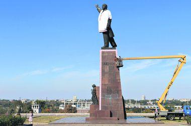 Как проходит декоммунизация в Украине: бюсты пустят с молотка, а Днепропетровск может стать Сичеславом