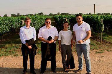 Саакашвили открыл новый центр шампанских вин