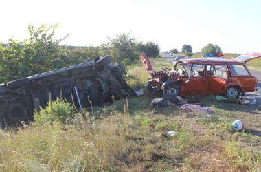 Смертельное ДТП под Киевом: погибла женщина-пассажир, четыре человека - в больнице