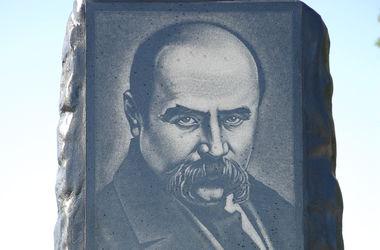 Декоммунизация по-запорожски: вместо скульптуры Ленина установили памятник Тарасу Шевченко