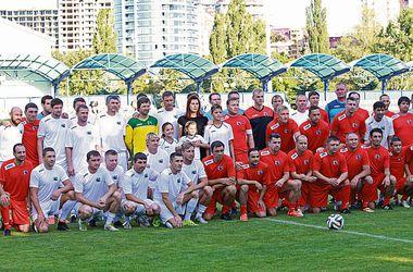Звезды футбола сыграли матч в память о погибшем товарище