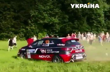 В Польше автогонщик влетел в толпу зрителей
