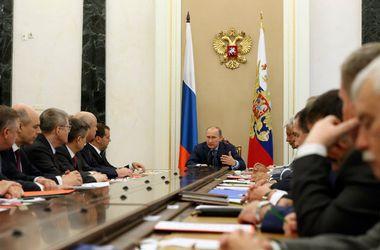 Путин провел оперативное совещание с Совбезом РФ в Крыму