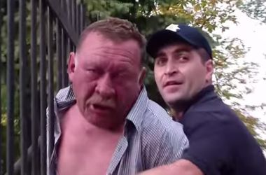 "В Киеве ""майор милиции"" бросался на полицейских"