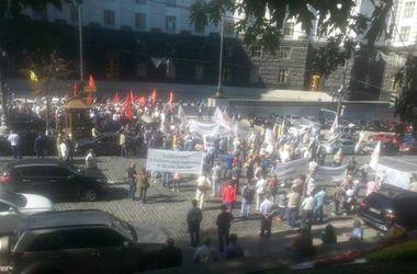 В Киеве митингующие перекрывали улицу Грушевского