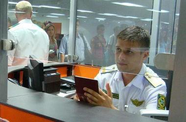 Документы в аэропортах будут проверять в 120 раз быстрее – обещает Яценюк