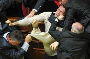 """Самая масштабная в истории Украины драка депутатов и борьба со """"свиным гриппом"""": как страна прожила 2009 и 2010 годы"""