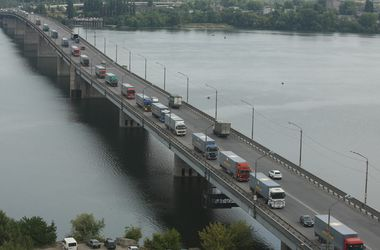 86 автоколонн с гуманитарной помощью за 1 год отправил на Донбасс штаб Ахметова