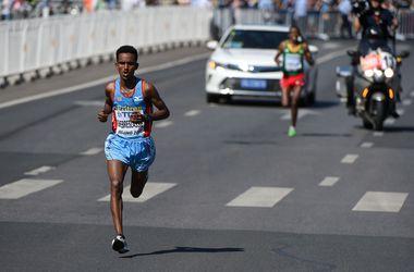 """Первое """"золото"""" ЧМ по легкой атлетике досталось спортсмену из Эритреи"""