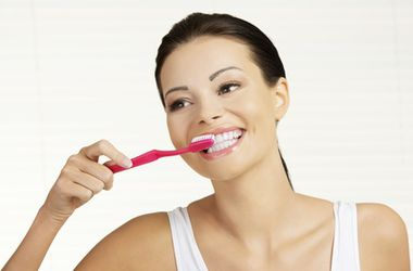 <p>8 народных рецептов по отбеливанию зубов. Фото:bienhealth.com</p>