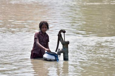 Индию захлестнуло мощное наводнение