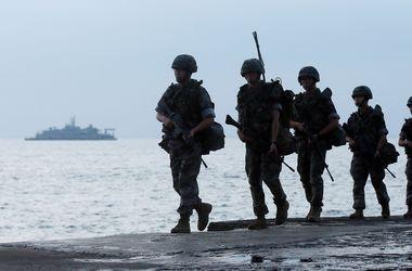 КНДР вывела в море 50 подводных лодок и удвоила артиллерию на границе