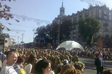 В центре Киева собрались тысячи людей: многие пришли в вышиванках