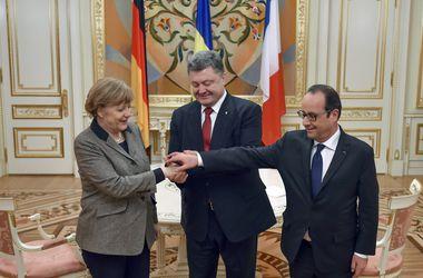 Порошенко улетел обсуждать с Меркель и Олландом действия Путина