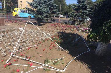 В Одессе разгромили палатки Оппозиционного блока