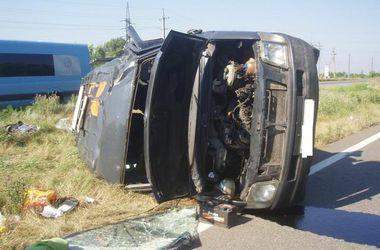 Под Харьковом перевернулся луганский микроавтобус