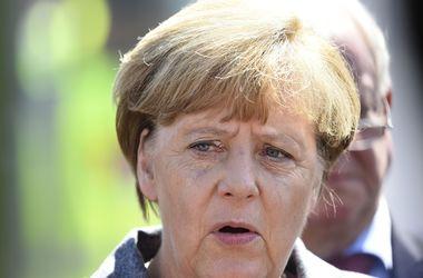 Меркель и Олланд проведут телефонные переговоры с Путиным