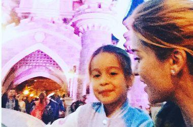 Ксения Бородина отдохнула с дочкой в Диснейленде