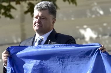 Финальное решение о децентрализации будет зависеть от ситуации на Донбассе – Порошенко