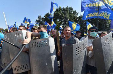 """""""Свободовцы"""" требуют освободить задержанных под Радой"""