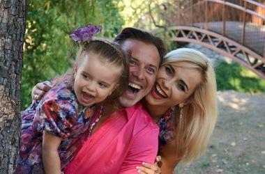 Лилия Ребрик с дочерью и мужем снялась в потрясающей фотосессии