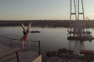 Паркурист снял шокирующее видео экстремальной прогулки на запорожских мостах