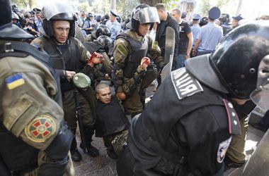 В США и Европарламенте призвали украинцев уважать закон и порядок