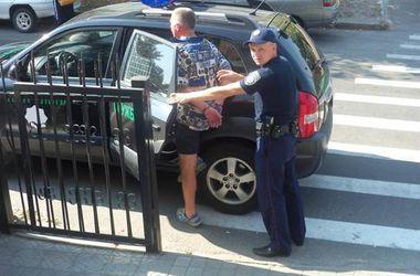 Под Киевом поймали пьяного хулигана с боевым пистолетом