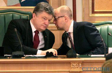 Перед выборами повеяло популизмом: украинцам обещают повышение зарплат, но рост тарифов никто не отменял
