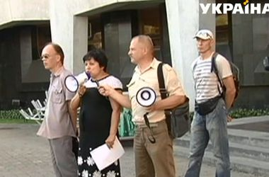 В Днепропетровске люди пикетировали горсовет из-за высоких коммунальных тарифов