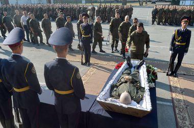 После прощания под Киевом погибшего бойца под Радой отвезли  хоронить на родину