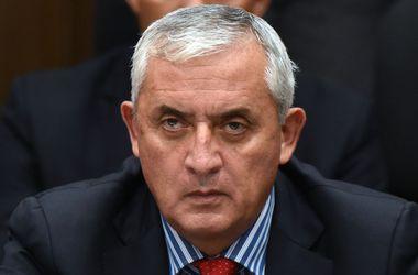Подавший в отставку президент Гватемалы предстал перед судом