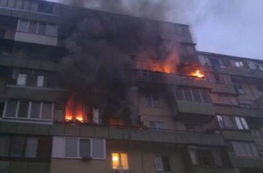 В Киеве утром горела высотка, огонь охватил несколько этажей