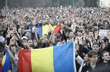 В центре Кишинева митингуют десятки тысяч человек