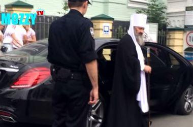 Настоятель Киево-Печерской Лавры поскандалил с патрульными
