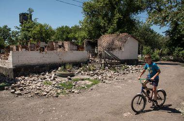 В Донецкой области восстанавливают разрушенную железную дорогу
