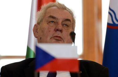 Президент Чехии призвал помогать мигрантам с Украины, а не из Африки