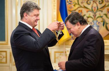 Порошенко вручил орден Свободы экс-президенту Еврокомиссии Баррозу