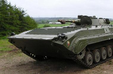 <p>Военный управлял броневиком. Фото: yv-gontar.io.ua</p>
