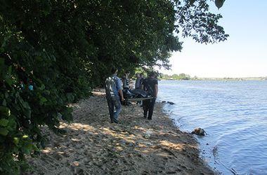 В Черниговской области на берегу реки нашли тело молодой женщины с проломленной головой