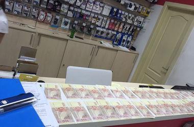 Чиновника Госгеокадастра в Полтавской области задержали на взятке в полмиллиона грн