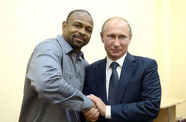 Американский боксер Рой Джонс получил российское гражданство