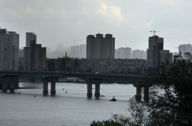 На мосту Патона в Киеве - масштабное ДТП, произошел взрыв - СМИ