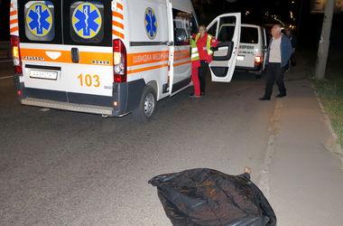 Смертельная авария в Киеве: под колесами микроавтобуса погиб пешеход